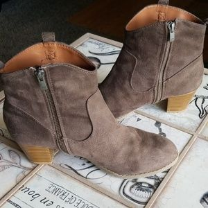 LOVELY* Suede Heeled Gap Womans Booties